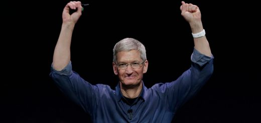 tim-cook-hands-up-apple