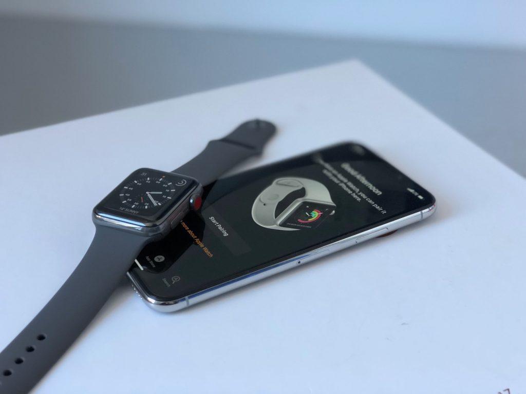 apple-watch-iphone-x-pair-hero